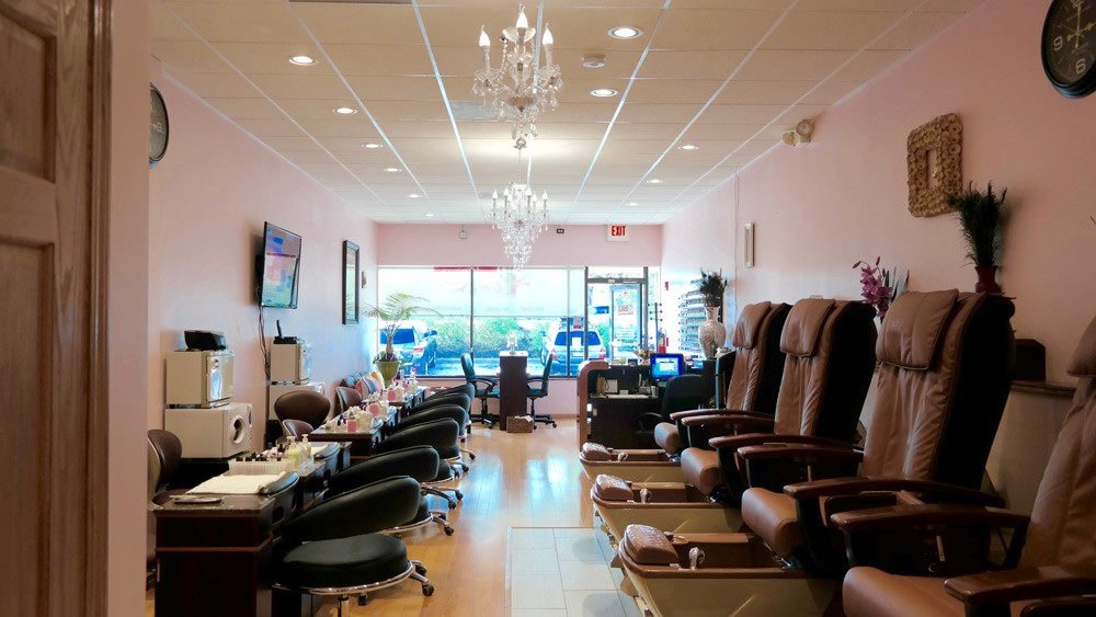 Chase Nails & Spa | Mani & Pedi Stations